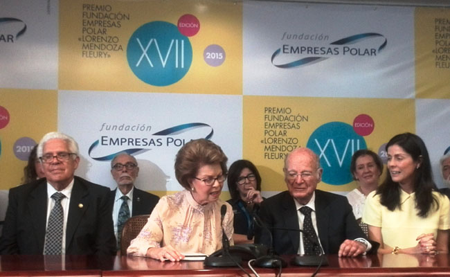 La presidenta de la Fundación Empresas Polar, Leonor Giménez de Mendoza, acompañada de la Junta Directiva